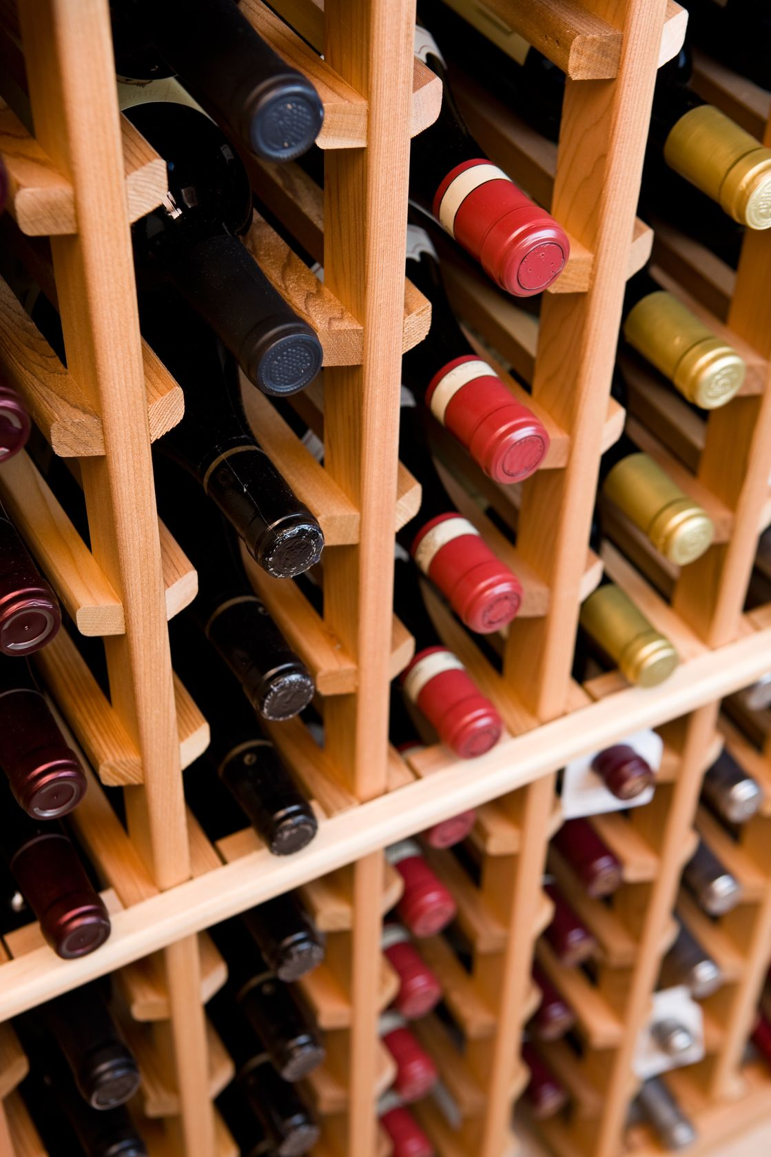 Leżakujące butelki z winem