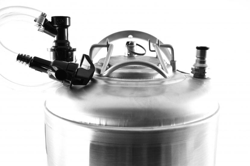zlewanie piwa do corneliusa